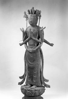 El Kannon de madera Con Una Mil estatua