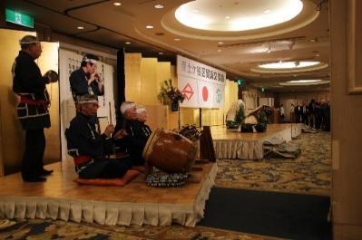 El estado del baile de la celebración por todo el Yokohama-shi las propiedades culturales parientes intangibles Kawashima la sociedad de preservación de acompañamiento musical