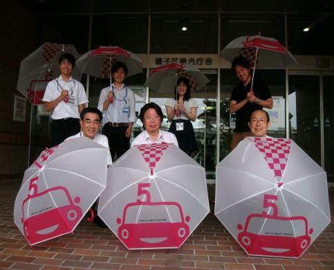 Te hice ofrecer 200 paraguas del testamento bueno de Kanagawa el chófer delgado