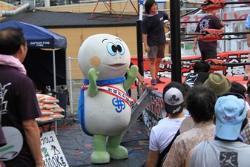 Tortuga Taro que participa en centro comercial la lucha libre profesional