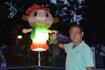 Alcalde Kunihara y reflector de la peonía