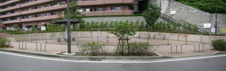 Fotografía que 2 del Kikuna estacionan el parque cuadrado