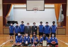 Club del baloncesto la fotografía de grupo en Konan