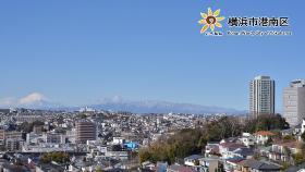 從上大岡小學附近來看的富士山