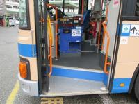 원스텝 버스 앞 문 측