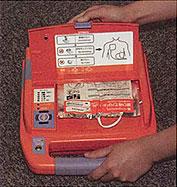 AED-9100 전원을 넣는 사진