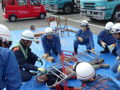 Photograph that Kagacho fire brigade does large-scale anti-disaster measures training