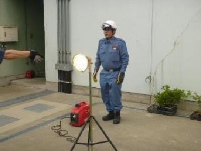 Image of portable generation floodlight handling training