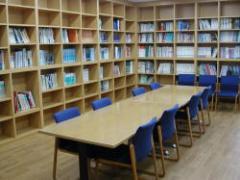 Fotografía del cuarto de la biblioteca
