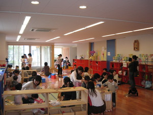 "Photograph of Kohoku Ward area child care support base ""doroppu"""