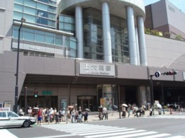 Adelanta de la Salida 1 de Estación de Kami-Ooka al área del Yokohama.
