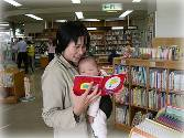 Photograph 4 that it looks like we are reading picture book