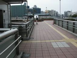 Photograph: Nakakido Station connecting walkway