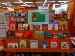 Libro del despliegue de tema de libro de niños del diciembre Navidad