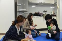 Mother and children who interchange in child care salon