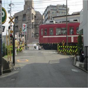 Antes de que Sugita secunden el negocio del cruce ferrocarril