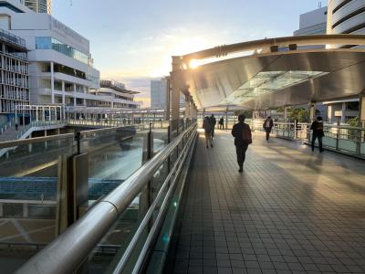 It is photograph of Yokohama Station 京急バス humanity bridge.