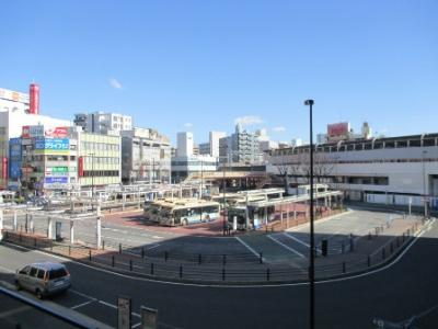 Photograph of Tsurumi Station East Exit station square