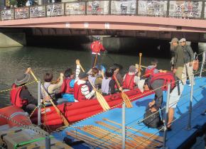 灵活运用浮码头的社会实验的照片