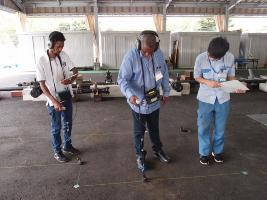 관로 연수 시설에서 누수 조사 실습을 하고 있는 모습