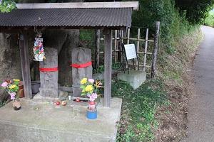 門楣原十字路口山的庚申塔