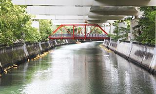 Cinnabar red bridge which spans middle Murakawa