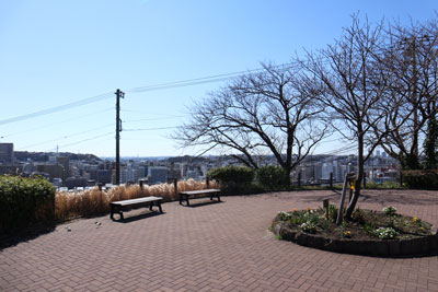 There is open space when we climb stairs of Miharudai second Park