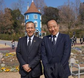 Souvenir picture of Wakabayashi SEIBU Railway Co., Ltd.'s president and Mayor Takemae