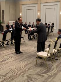 Tateaki Yamamoto who receives testimonial
