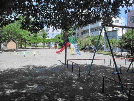 ブランコ の ある 公園