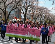 樱花盛装游行的样子的图片