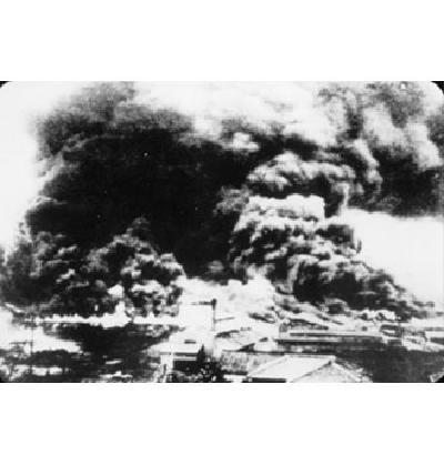 起火的市街的照片