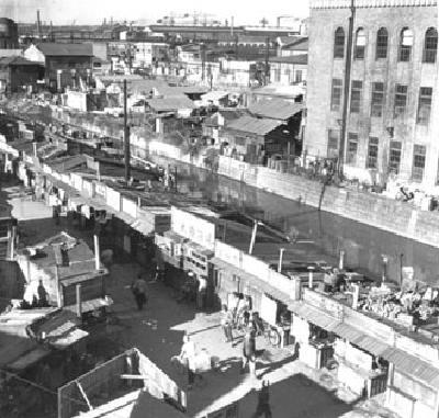 """櫻川和俗稱""""鯨橫街""""1950年左右的照片"""