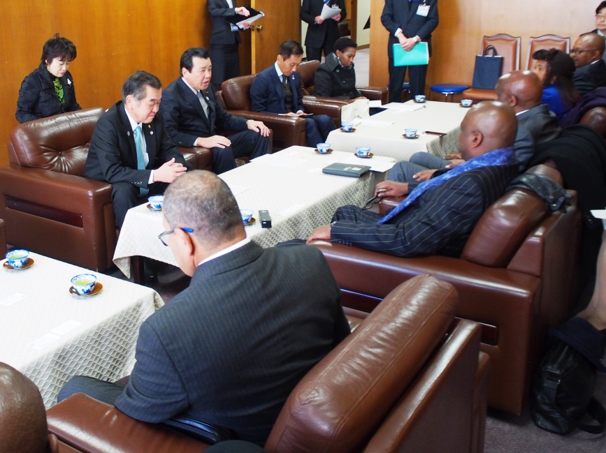 Chairperson Kajimura, image of state of talk with federation of diet members for Japanese African friendship Yokohama City Council Chairperson Sato