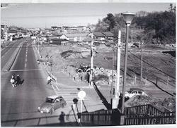 Image of Kajiyama pedestrian bridge (around 1973)